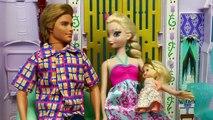 Bébé baby-sitter rendez-vous amoureux gelé enfants nuit parodie avec Elsa prince felix barbie disne
