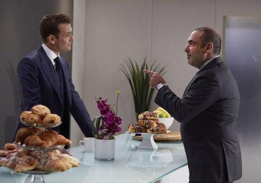 Suits S07e01