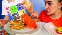 Défi aliments gommeux réal contre nourriture ordinaire par rapport à la marmelade de manger de bataille Challenge