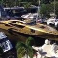 Un petit bateau rentre au port... Enfin pas si petit que ça