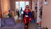 Bataille bats toi héros héros enfant vie petit réal super-héros contre Supergirl de mortpool |