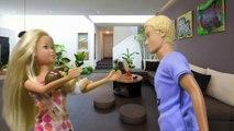 Pour dessins animés dessin animé poupée Barbie médecin traite les enfants des enfants de varicelle