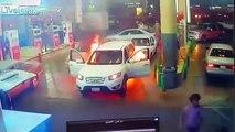 Panique dans cette station essence quand une voiture prend feu et explose