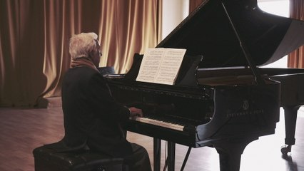 Vladimir Ashkenazy - Bach: 3. Sarabande  (French Suite No.4 in E Flat, BWV 815)