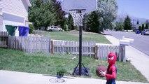 Bataille des bandes dessinées gelé dans homme araignée super-héros Basket-ball superman elsa anna supergirl