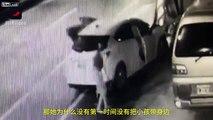Elle plante sa voiture dans un poteau et fait tomber son bébé en sortant !!