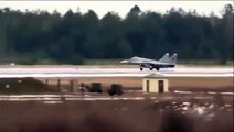Ce pilote de chasse s'éjecte au décollage alors que son avion prend feu