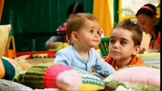 Baby Jake - Baby Jake lubi wciskać przyciski - video ...