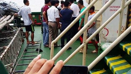 Thuyền viên gặp nạn được chuyển lên bờ
