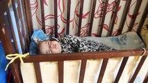 Dans le enfants avec qui nakakat crèche jeu fille materi.ukladyvaem crèche sommeil merde