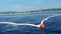 Pollution marine : La Marine nationale installeun boudin absorbant