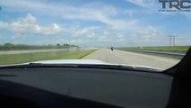Ils se font doubler à toute vitesse par une femme motard et ne s'y attendaient pas...