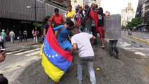 Opositores bloqueiam ruas na Venezuela