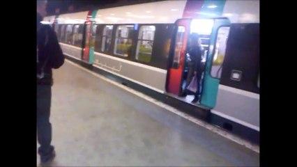 Il dégage à coup de pied une femme qui bloquait les portes du RER