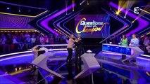 Questions pour un champion : Samuel Etienne met les mains aux fesses à une candidate !