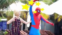 Phim hoạt hình siêu nhân người nhện và nữ hoàng băng giá hóa trang!Siêu nhân chọc ghẹo nữ