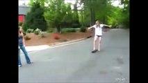 Cette blonde se prend la gamelle de sa vie en Skate