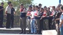 Muğla Darbeci Asker, Mahkemeye Gülümseyerek Geldi