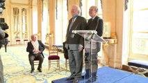 """""""A mon âge, je ne suis plus sage"""" : quand Claude Rich recevait l'insigne de commandeur dans l'ordre national du Mérite"""