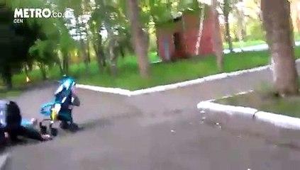 Des parents completement bourrés et endormis, retrouvés avec leur enfant dans la rue en ukraine