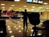 moi en train de jouer au bowling a ma maniere