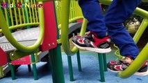 Dans enfants parc en jouant le le le le la vidéo Je joue avec les enfants et sortir parc ♪ balançoire toboggan Rider probablement chan-chan ☆ son