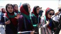 Reciben al equipo de robótica femenino afgano tras competir en EEUU