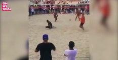 La prestation magnifique de Ronaldinho lors d'un foot-volley
