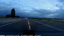 Une voiture filmée par les gendarmes à contre-sens sur l'autoroute A75.