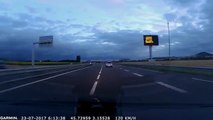 Une voiture recontrée à contre-sens sur l'autoroute filmée par des gendarmes !