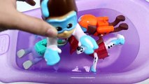 LEARN COLORS w/ The Secret Life of Pets Bath Paint with Paw Patrol - Bath Tub Time with Or