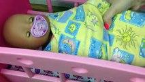 Bebé muñeca en video para con las muñecas gemelas pupsikom hija niñas madre jugando juguetes t