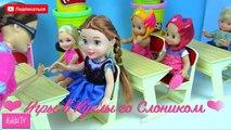 Dans le jeunes filles pour jouets Jeu clin doeil les enseignants des écoles Barbie jouent la première fois une première classe ba