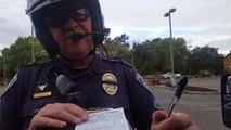 Le calme de ce policier qui se fait insulter par un automobiliste... à la cool !!!