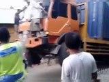 Compilation d'accident - Les camions surchargés ont perdu la conduite