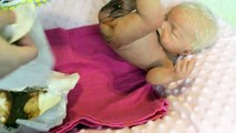 Y bebé cambio pañal muñeca bebida explosión alimentación mea mierda caca cacas silicona silicona mojado