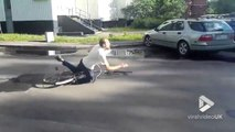 Ce vélo explose en plein saut d'un simple trottoir !!