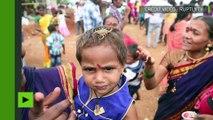 Inde : des fidèles mettent des scorpions sur leurs visages lors d'un festival religieux