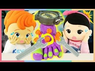 凱文凱利的恐怖的腳對決玩具遊戲 | 凱利和玩具朋友們 | 凱利TV