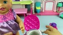 Et bébé enfants poupées pour enfants sur jouer dunettes faire semblant toilette jouet pipis