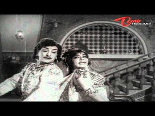 Chikkadu Dorakadu Songs | Idhigo Nenunnaanu | NTR | Jayalalitha | Old Songs
