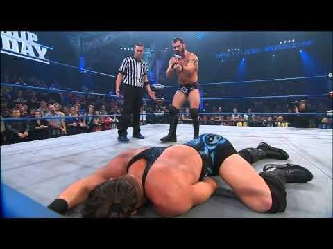 How Does Bully Ray and Hulk Hogan React to Austin Aries Insulting Brooke Hogan?  - Nov 29, 2012