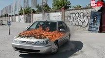 VÍDEO: ¿Cómo se graba una escena con un coche en llamas? Así recrearon la 1º escena de Fast & Furious 8