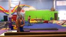 Incroyable et bébé gymnaste gymnastique vieux compétence an 2