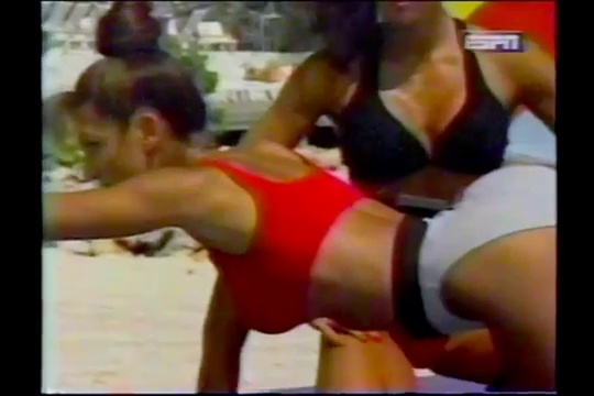 FITNESS BEACH – DENISE PAGLIA – LEGS AND OBLIQUES WORKOUT – Fitness Muscle Female Bodybuilding Workout Routine