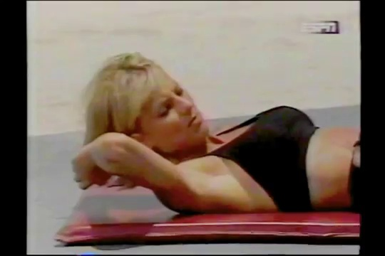 FITNESS BEACH – KATHY DERRY AND JENNIFER GOODWIN – ABS TRAINING – Fitness Muscle Female Bodybuilding Workout Routine