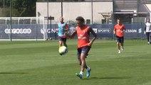 Les premiers buts de Neymar à l'entrainement du PSG