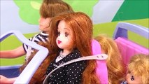 ここなっちゃん❤ メルちゃん おもちゃの三輪車を飛ばしてリカちゃんの車にぶつかる!! 救急車で注射や応急処置! 事故 バイキンマン ぽぽちゃん アンパンマン ごっこ遊び 子供向け キッズ
