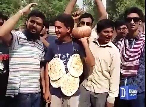 Unique protest against Nawaz Sharif in Gujranwala