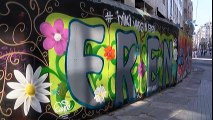 """İstiklal Caddesi'nde """"İyi ki Varsın Eren"""" Grafiti Çalışmasına Yoğun İlgi"""